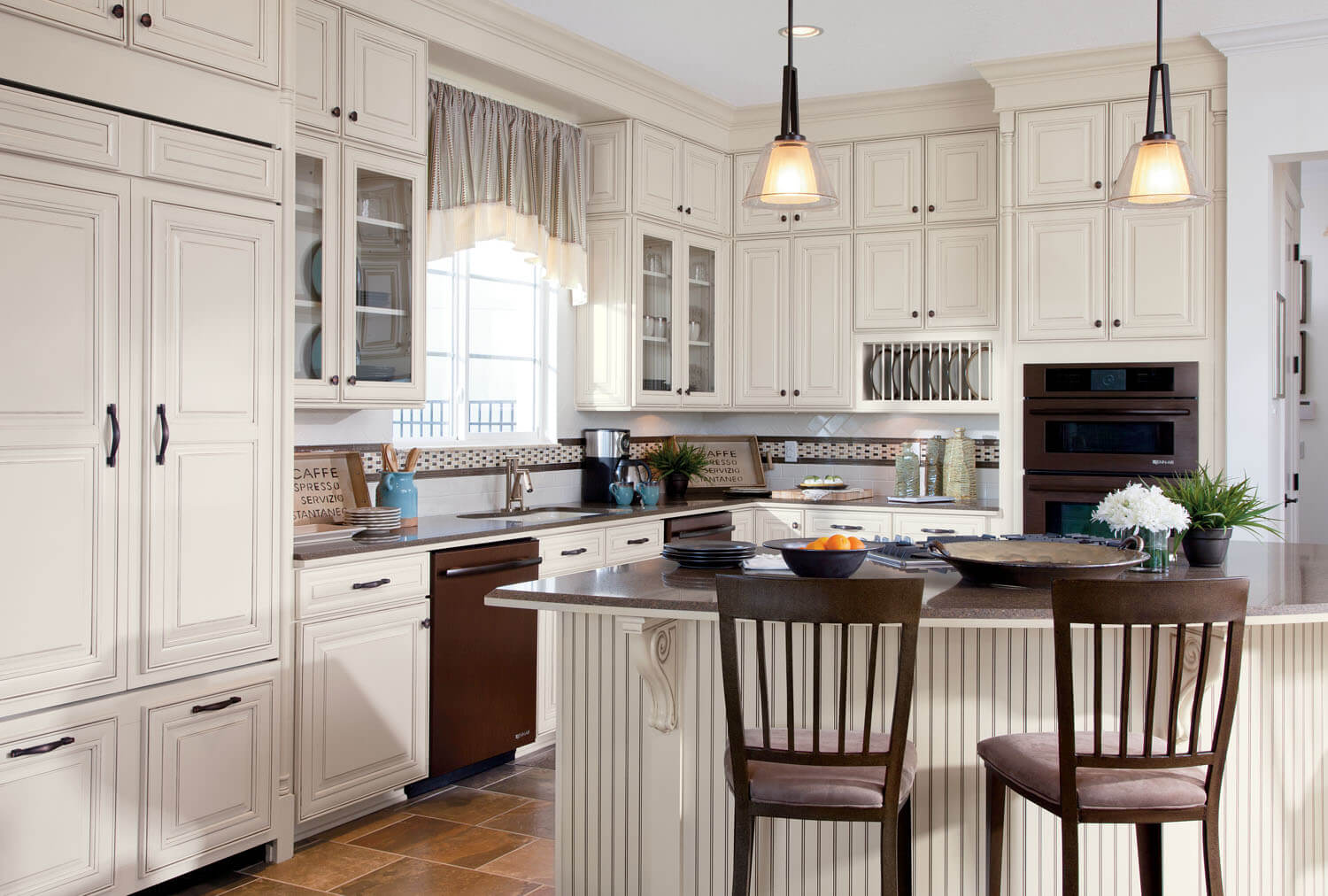 Builder concept homes feature timberlake cabinetry at ibs 2012 for Armoire de cuisine shaker